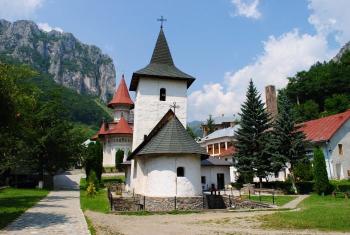 Mănăstirea Râmeț / Foto: dozadebine.ro