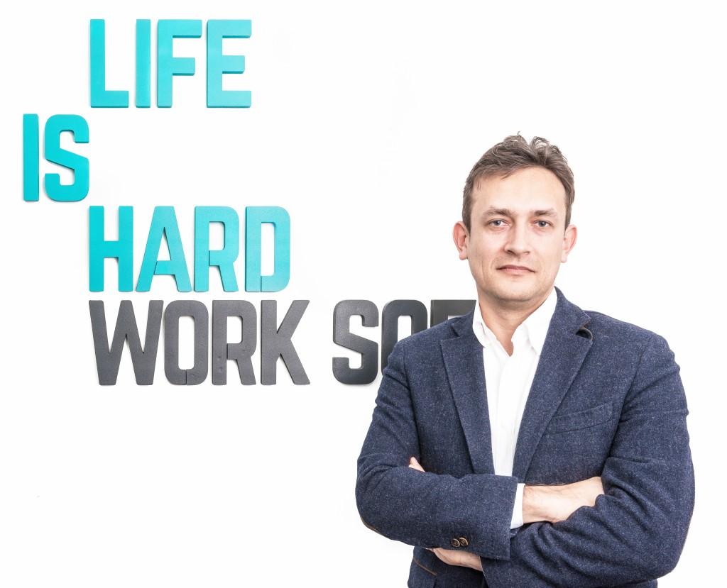 Erik Barna,   CEO al LIFE IS HARD.