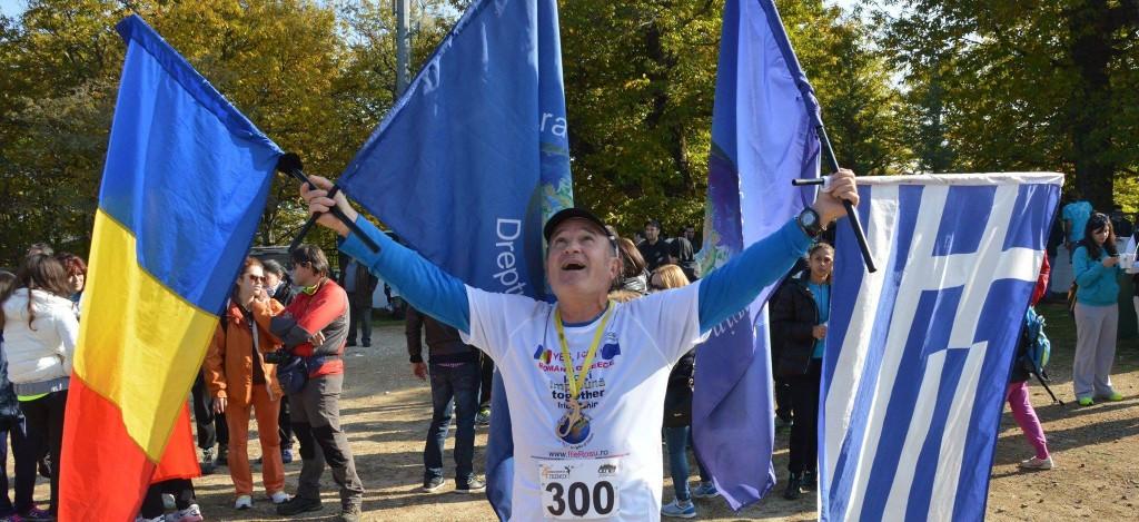 """Am sesizat că românii își iubesc foarte mult drapelul. Am alergat peste 4.200 de kilometri cu acest steag și știu că fiecare român când vede cele trei culori,   tresare"""",   Ilie Roșu / Foto: arhiva personală"""