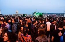 Donaţii de 16.500 de lei la petrecerea de pe acoperiş