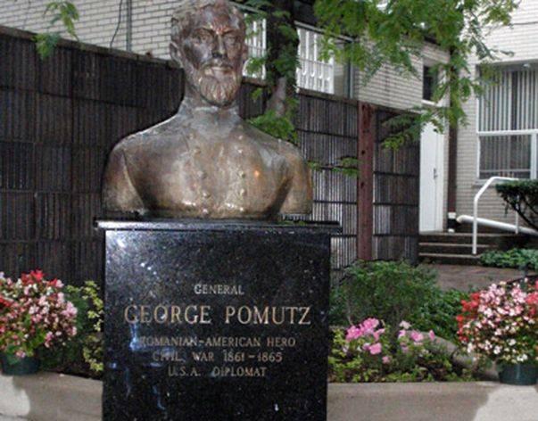 """La data de 14 august 2004,   a fost dezvelită o statuie a generalului Pomutz în faţa Catedralei ortodoxe române cu hramul """"Adormirea Maicii Domnului"""" din oraşul Cleveland (Ohio,   SUA)."""