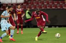 În minutul 61 al meciului dintre CFR şi ASA,   Gerogry Tade a marcat un gol frumos de la 17 metri stabilind rezultatul final,   2-2 / Foto: Dan Bodea