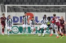 """La capătul unui meci de luptă,   în care niciuna dintre echipe nu a reuşit să se evidenţieze cu adevărat,   """"U"""" Cluj s-a impus la limită,   cu scorul de 1-0,   prin golul lui Castillion din minutul 55 / Foto: Dan Bodea"""