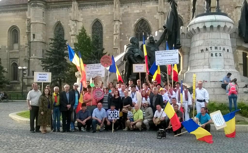 Poza de grup la final de protest