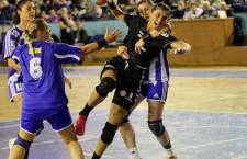 """Florina Chintoan e în formă maximă,   a marcat 7 goluri pentru """"U"""" Alexandrion Cluj în meciul cu Mureşul Târgu Mureş / Foto: Dan Bodea"""