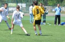 Echipa de fotbal a Liceului Gheorghe Lazăr (foto,   în alb) a stabilit scorul primei zile,   12-0 contra celor de la Anghel Saligny,   în Cupa Liceelor NeuronKid