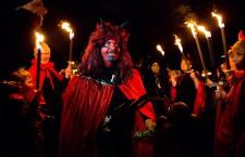 Potrivit legendelor germane,   în noapte de 30 aprilie,   Noaptea Valpurgiei,   vrăjitoarele zboară spre Vârful Brocken,   locul de întâlnire unde celebrează şi aşteaptă primăvara.