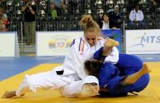 În faţa propriilor suporteri Monica Ungureanu a obţinut medalia de aur la categoria 48 de kilograme,   în cadrul Openului European de la Cluj-Napoca / Foto: Dan Bodea
