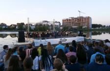 Foto/ Scena Verde s-a lansat la apă! Sute de clujeni,   la concertul inaugural