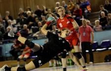 """Florina Chintoan (foto,   la minge) este singura handbalistă de la """"U"""" Cluj covocată pentru dubla cu Serbia / Foto: Dan Bodea"""
