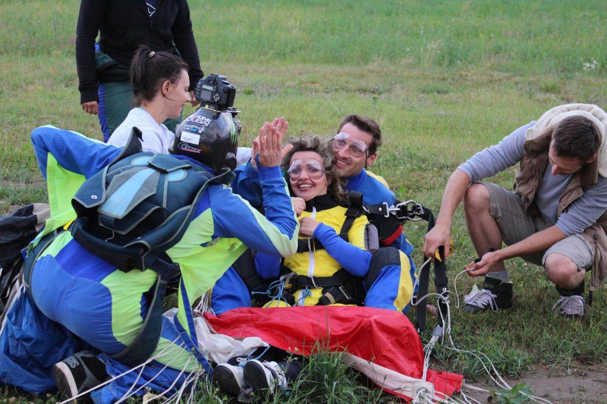 Niculina Cosovanu,   la puțin timp după aterizarea pe Aerodromul din Luncani/Foto: Ramona Baciu