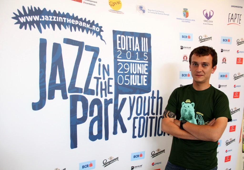 """""""Simțim cu adevărat că Jazz in the Park este o întâlnire a comunității,   a clujenilor. Anul acesta,   la a treia ediție,   descoperim împreună alte spații ale Clujului și ne unim forțele pentru a face fapte bune pentru noi și pentru orașul nostru"""",   declară Alin Vaida,   directorul Jazz in the Park / Foto: Dan Bodea"""