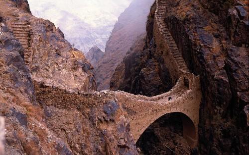 8853811-yemen-shahara-bridge
