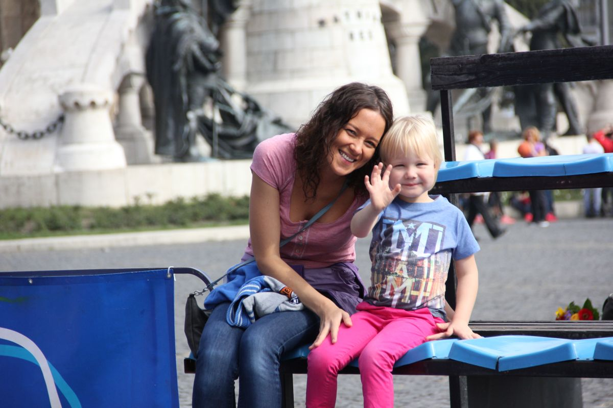Alex, alături de mama lui/Foto: Dan Bodea