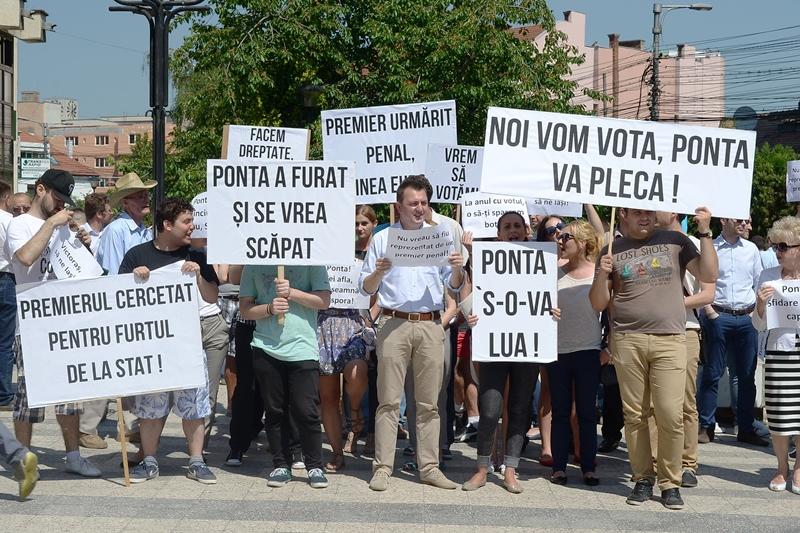 La protest au participat mai mulți membrii PNL, oamenii de rând nefiind foarte interesați de acest  miting/ Foto: Maria Man