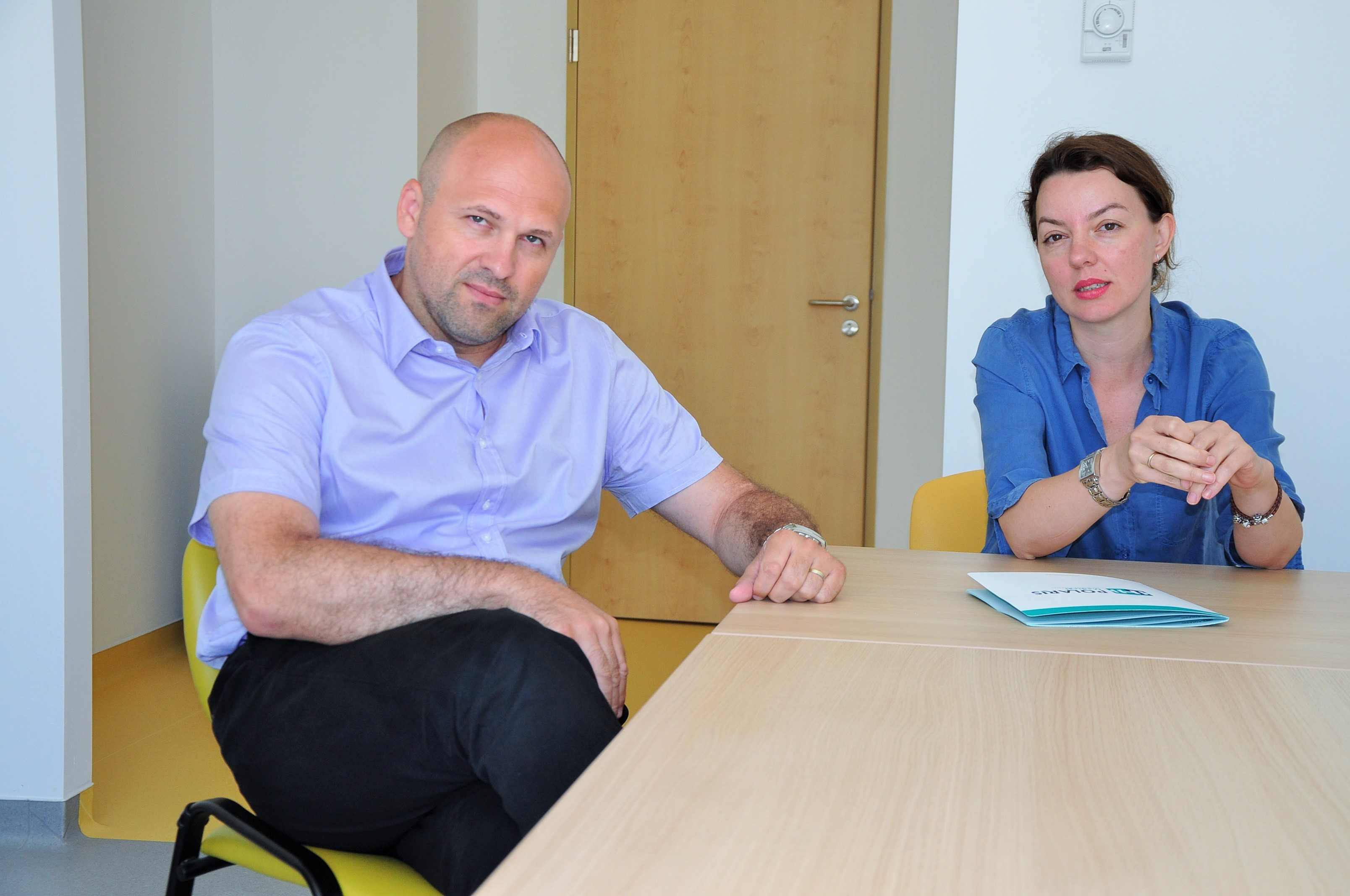 Directorul comercial al spitalului Polaris,   Cristina Petruţ,   şi directorul medical,   dr. Mihai Câsu