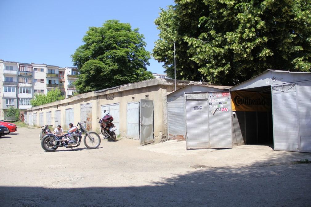 """""""Garajului nu i-am pus eu numele ci a venit din partea unor prieteni care mă vedeau construind motociclete și îmi spuneau că le construiesc în stil «anarchy» și atunci a rămas Anarchy Custom""""/Foto: Dan Bodea"""