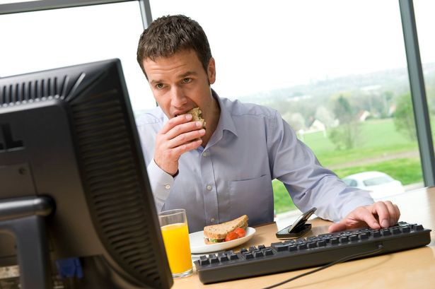 eating-lunch-desk