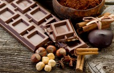 Formele în care există astăzi ciocolata sunt nenumărate. Există diverse arome,   diverse gusturi,   diverse culori,   dar şi diverse combinaţii de ciocolată,   care încântă oamenii din toată lumea.