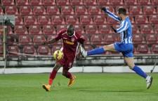 Cel mai scump transfer al Stelei din această vară,   Gregory Tade (foto,   la minge) a marcat împotriva lui Trencin primul gol în tricoul campioanei / Foto: Dan Bodea