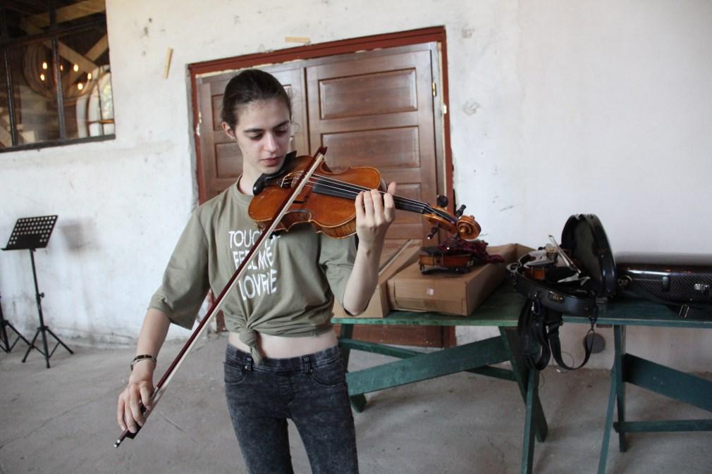 Adriana Gabrian,   în timpul repetițiilor/Foto: Dan Bodea