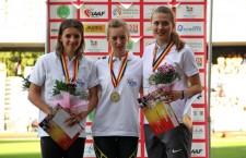 Bianca Răzor (foto,   în centru) a cucerit titlul european de tineret în proba de 400 metri plat şi a îndeplinit baremul de participare la Jocurile Olimpice de la Rio (2016) / Foto: Dan Bodea