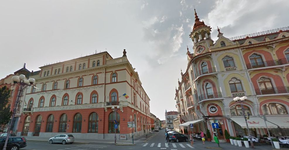 Clădiri recent reabilitate în centrul Oradei: Palatul Sztarill (dreapta) și Hotelul Traian (stânga) | Foto: Google Street View