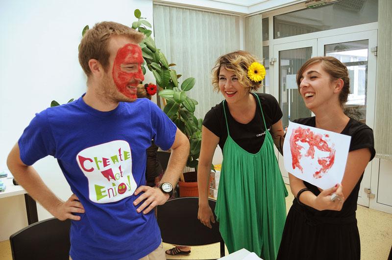 Cristian Pascariu,   Alexandra Felseghi și Raluca Lupan,   o parte dintre membri echipei Create.Act.Enjoy/Foto arhivă Create.Act.Enjoy