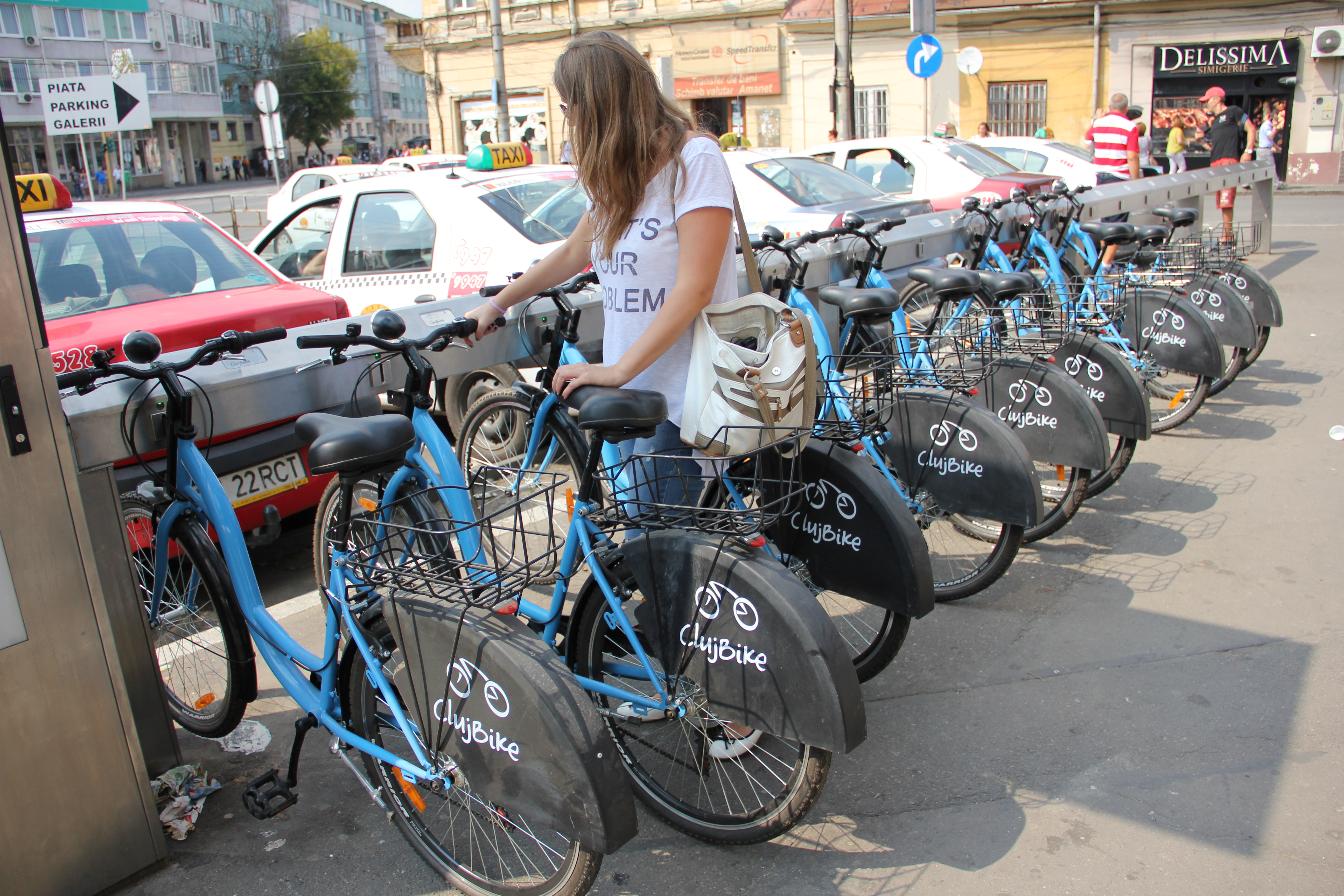 Poți ridica o bicicletă în mai puțin de două minute,   sistemul funcționează perfectt/ Foto: Dan Bodea