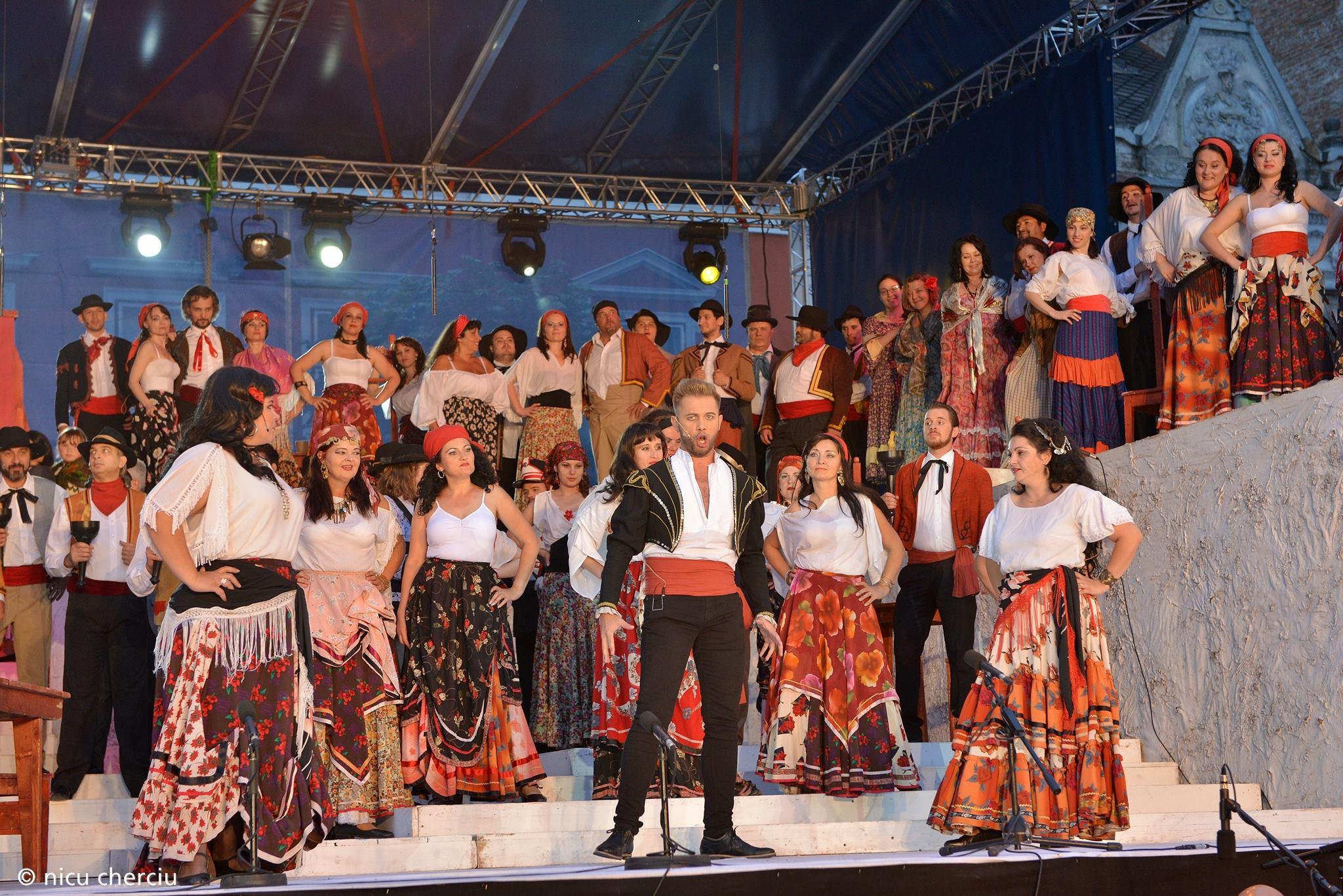 Carmen-Opera iese în stradă/Foto: Nicu Cherciu