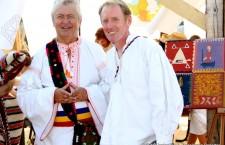Peter Hurley, promotorul festivalului de la Săpânța, alături de renumitul interpret de muzică populară, Gheorghe Turda/ Foto: Dan Bodea