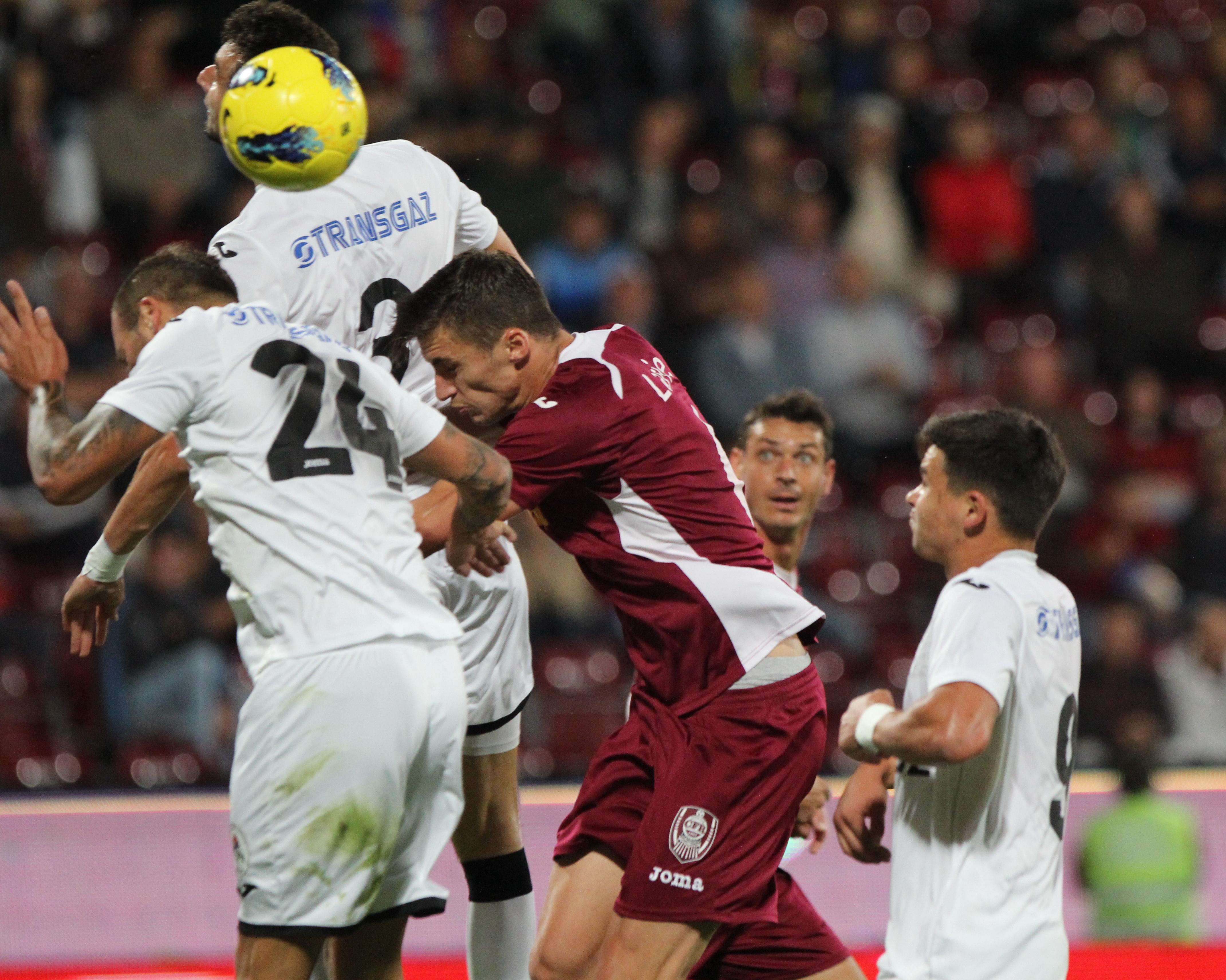 Larie a marcat pentru CFR din penalty, dar nu a putut evita primul eşec ar vişiniilor în actualul campionat (1-2) cu CSMS Iaşi / Foto: Dano Bodea
