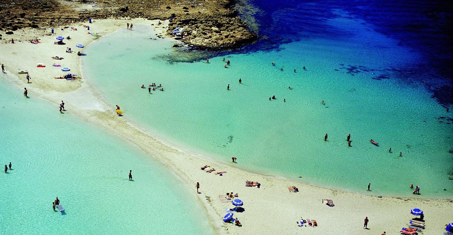 Aiya Napa – Cipru: Plaja Nissi a fost votata în anii trecuți drept cea mai frumoasă din Marea Mediterană,   iar în 2011 cea mai frumoasă din Europa.