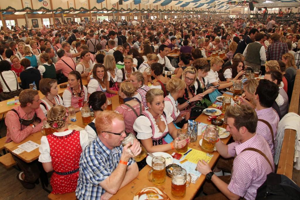 Oktoberfest este cel mai mare festival al berii din lume. Este organizat în fiecare an la München,   în Germania,   şi durează mai bine de două săptămâni,   timp în care se beau în jur de 7,  5 milioane de litri de bere.