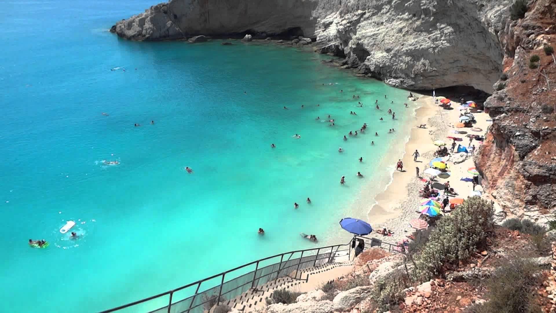 Plaja Porto Karsiki este cea mai frumoasă plajă din Insula Lefkada și apare în top 10 cele mai spectaculoase plaje din Europa.