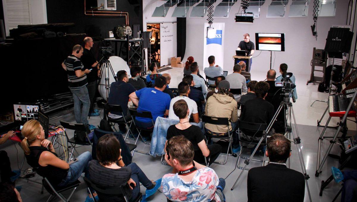 În data de 22 septembrie,   în Schneider Visual Art Studio a avut loc workshop-ul ZEISS touch & try susținut de Alexander Prel de la Zeiss Germania și Eduard Schneider/Foto: Arhivă personală