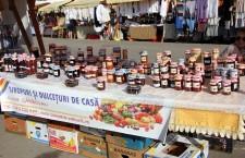 La standul Aurorei Gârbovan,   clujenii au putut cumpăra dulceaţă de rubarbă,   gogonele,   sau pişcători / Foto: Dan Bodea