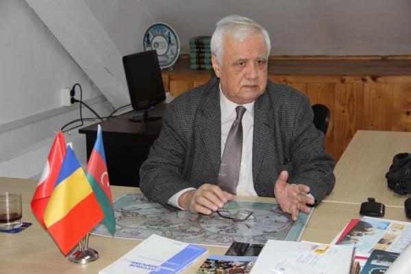 Directorul Institutului de turcologie şi studii central-asiatice, prof. dr. Tasin Gemil