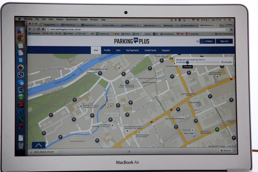 Locurile de parcare din oraș sunt vizibile utilizatorului pe telefon sau pe tabletă (Foto: Dan Bodea)