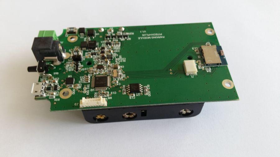 """Așa arată """"creierul"""" care controlează sistemul Smart Access Box. Dispozitivul este de mărimea unui telefon și se montează lângă căile de acces"""