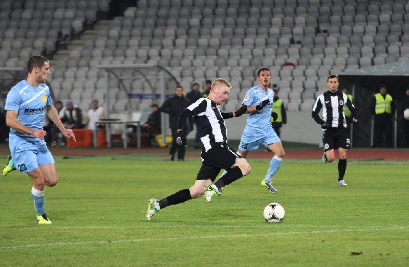 """Lorand Kovacs (foto, la minge) s-a accidentat în partida cu Unirea Tărlungeni şi ar putea absenta o perioadă mai lungă de la pregătirile lui """"U"""" / Foto: Dan Bodea"""