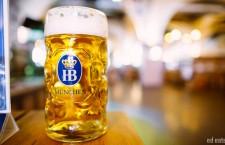 32 de euro costă halba de bere cu capac,   de un litru,   cu emblema oficială Oktoberfest 2015.