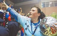 Fost portar al echipei naţionale de handbal feminin a României,   Luminiţa Huţupan este din această săptămână antrenor cu portarii la Universitatea Cluj