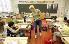 De Ziua Mondială a Educaţiei viitorul educaţiei româneşti arată sumbru. Peste 4.000 de posturi scoase din învăţământ