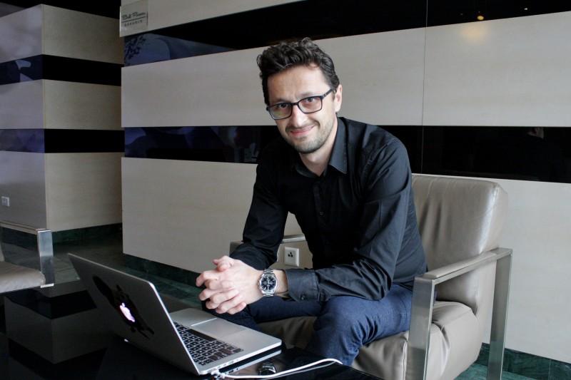"""""""Când ai membri mulți care folosesc serviciul,   aceștia vor fi dispuși să meargă și cu mașini electrice. În felul acesta ar putea să le descopere și să vadă că nu e așa o mare diferență"""",   Iulian Pădurariu."""