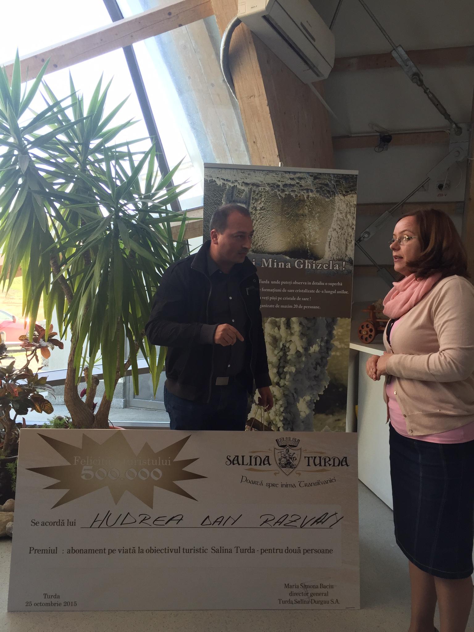 Un tânăr din Mureș a fost turistul cu numărul 500.000 la Salina Turda, în acest an