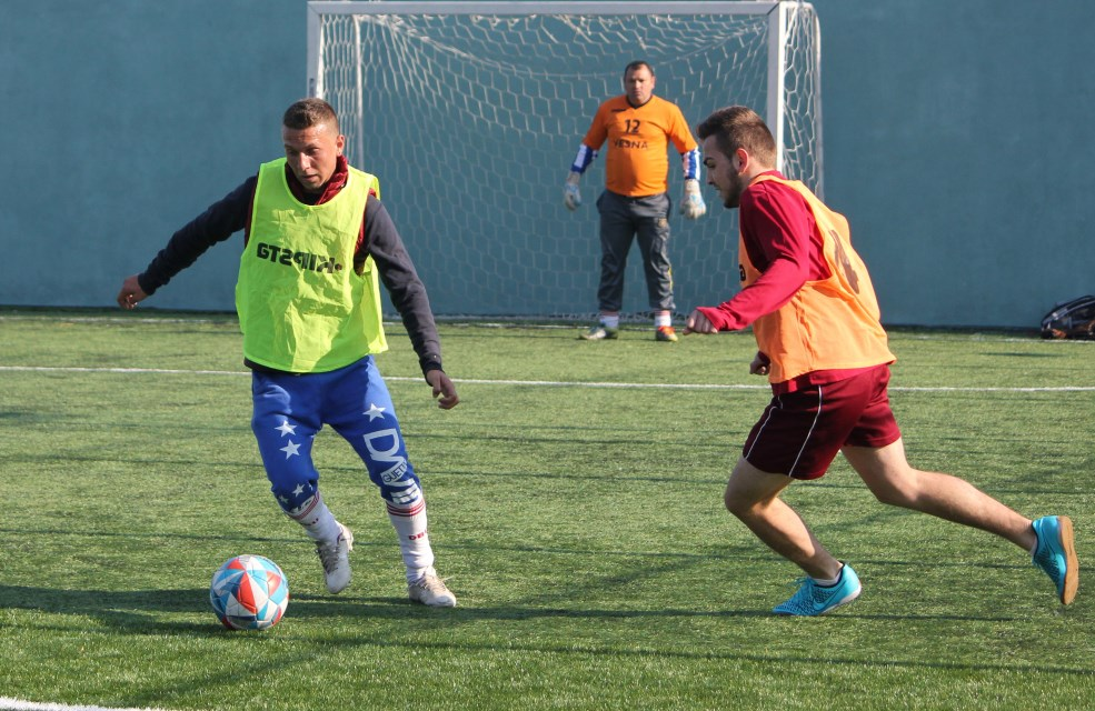 Sebi (foto stânga),   în timpul unuia dintre meciuri/Foto: Dan Bodea