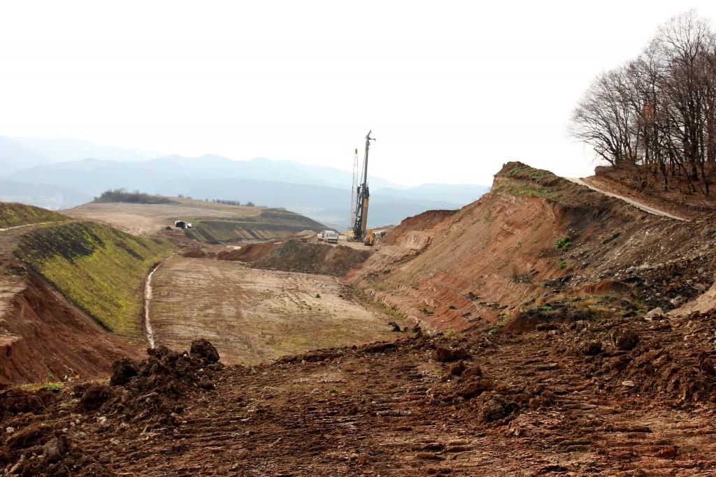 După aproximativ 4 km,   autostrada se oprește subit/ Foto: Dan Bodea