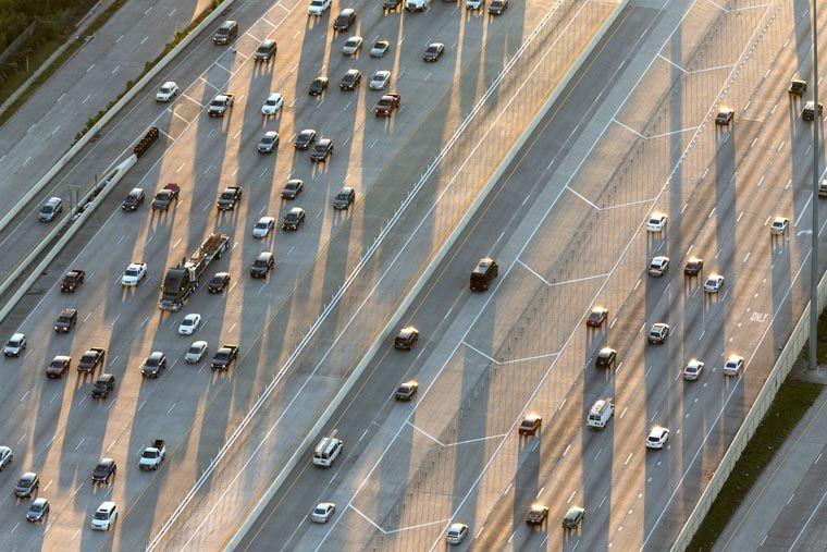 Cu până la 26 de benzi în unele locuri,   Autostrada Katy este cea mai lată din lume; 219.000 de autovehicule circulă pe ea în fiecare zi.