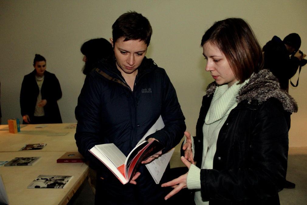 Adina Pașca,   coordonator proiect Cele mai frumoase cărți și Diana Marincu,   curator expoziție/Foto: Dan Bodea